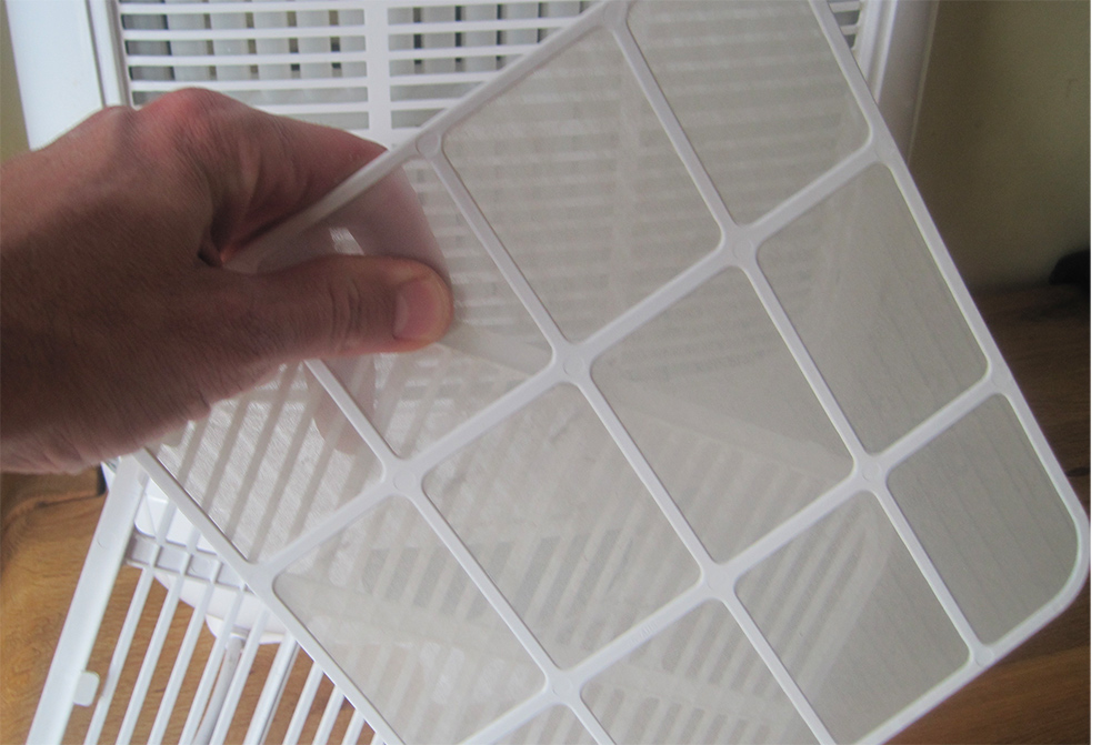 Cleaning the dehumidifier filter